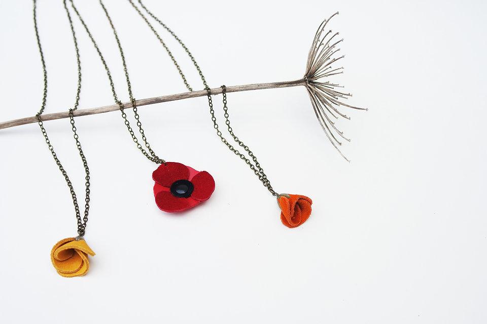 collier en cuir recyclé bijoux artisanal fabriqué en bretagne fleurs cuir coquelicot poppy accessoire de mode up-cycling