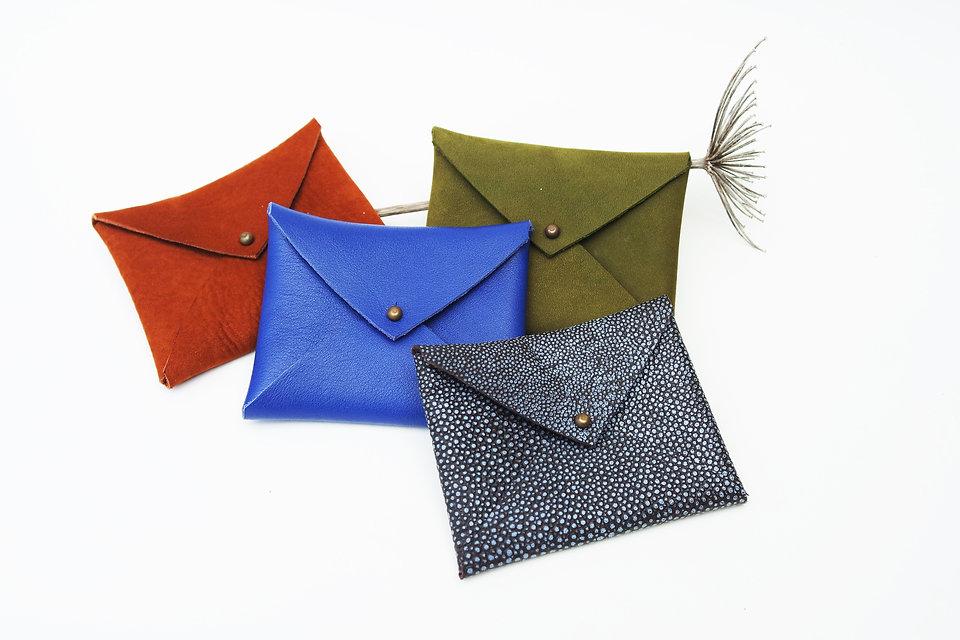 porte-cartes en cuir recyclé porte-monnaie enveloppe couleur pochette fabriquation artisanale en bretagne