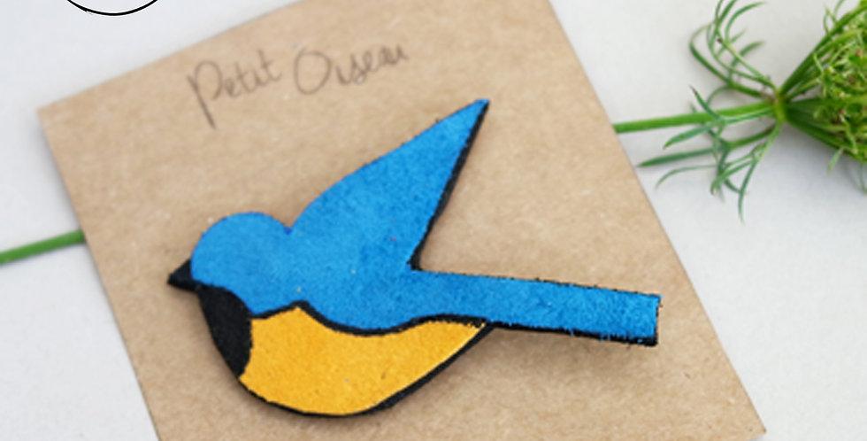 Broche oiseau mésange bleu ciel en cuir recyclé