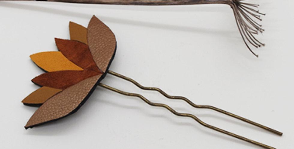 pique à cheveux fleurs de lotus en cuir recyclé