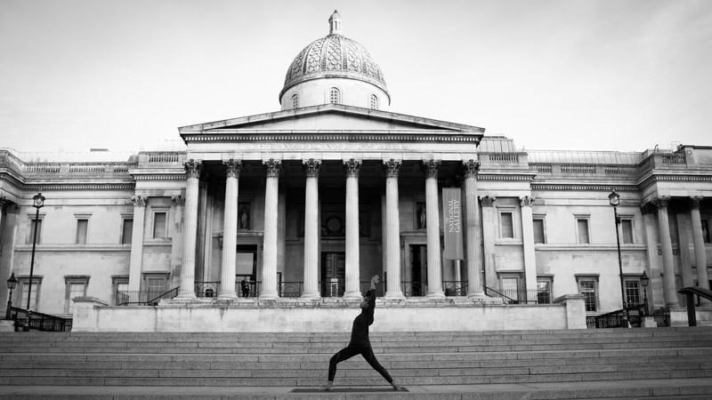 yoga-trafalgar-square-london.jpg