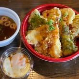 創作天丼(海鮮 / 鶏野菜)*温玉フルーツソース、イワシ出しの潮汁付き(赤出しに変更可)
