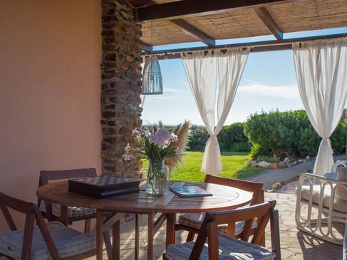 Veranda: tavolo e sedie