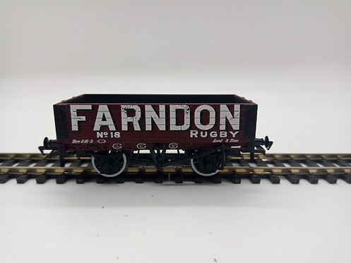 37-064 5 plank wagon Farndon