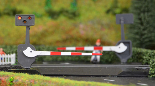 LC10 Level Crossing Barrier Set with Light & Sound (OO) Single