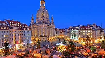 Dresden_Christmas_Market_Stalls_Alamy_RM