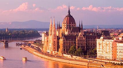 CC_Budapest_Parliament_Pink_Alamy_RM_700