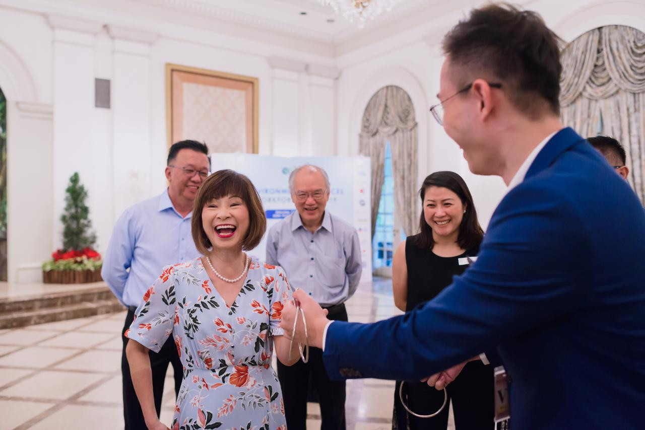 Amy Khor - Senior Minister of State, Ministry for Transport. watching Close up Magic Show in Singapore