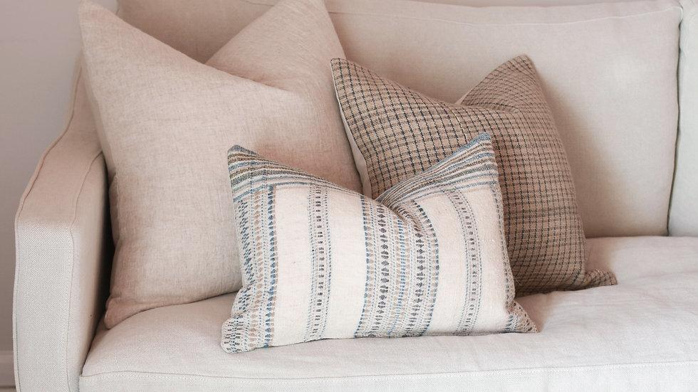 Neutral Coastal Pillow Combination