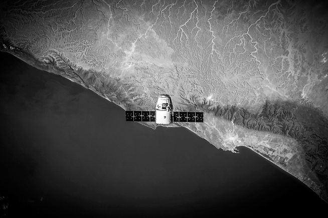 spacex-VBNb52J8Trk-unsplash.jpg