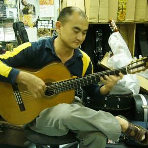 MathewGuitarと上海の楽器店へ行ってきました。