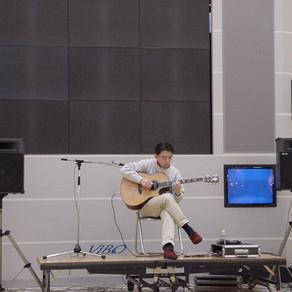 秋田市御所野イオンモール秋田のセントラルコートで演奏しました。