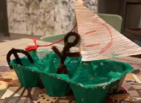 Crafts for children: learn how to make an egg box boat