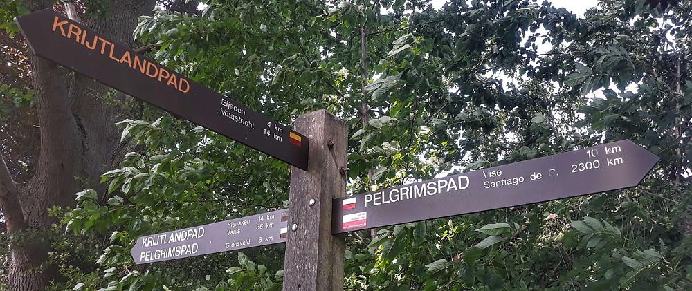 Routebord van zowel het Krijtlandpad als het Pelgrimspad