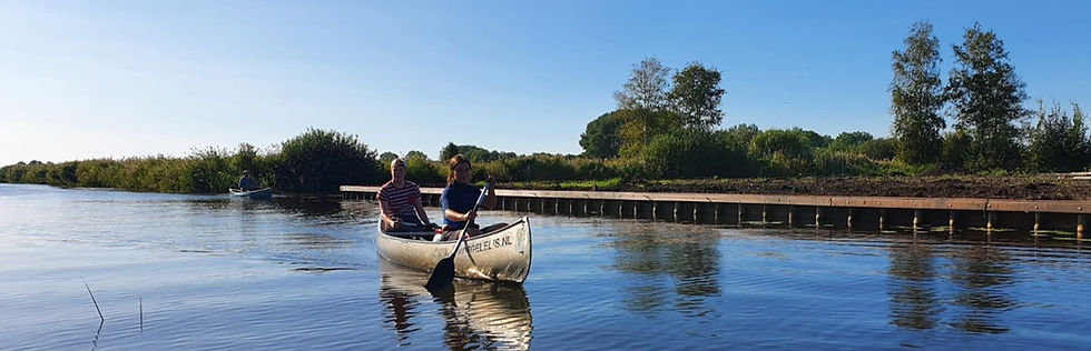 Kano varen in de Weerribben