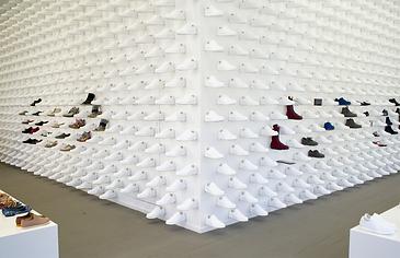 camper es una empresa espaola emblemtica dedicada con mimo al calzado una gran empresa familiar que empez en y que cuenta ya su cuarta generacin
