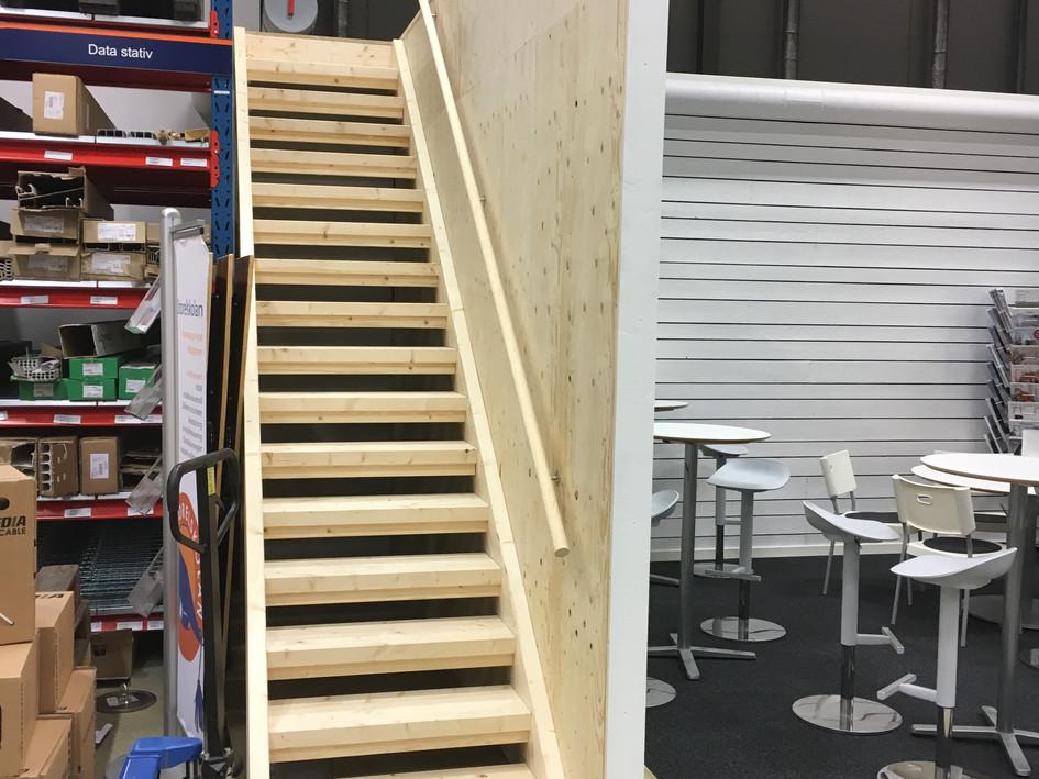 Ombygg Storel, trappa o räcke