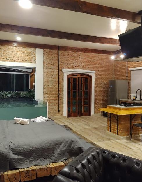 adorai-chals-grand-chal-cama-piscina-e-cozinha.jpeg