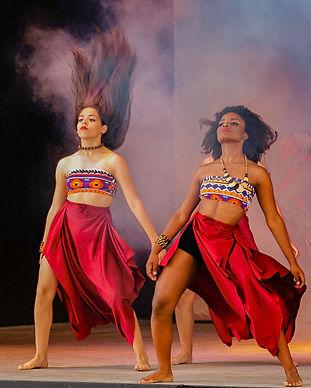 costume-dancers-dancing-1719936.jpg