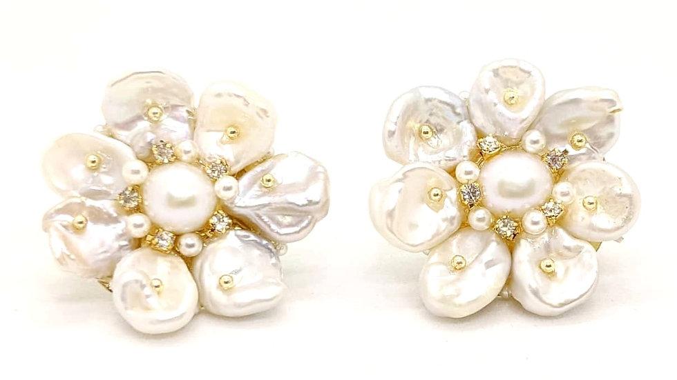 Flower pearl studs