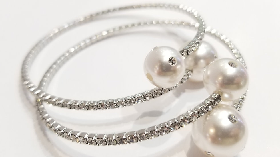 Crystal Wire Bracelet with two glass pearls