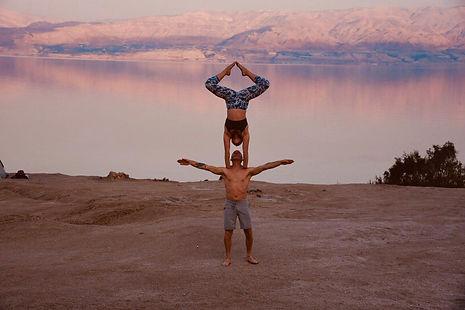 Orin Yanai handstand on shoulders dead s