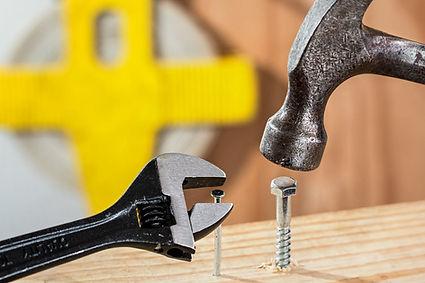 quincaillere, clous, vis, ouils, outils electrique, pelles