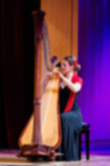 Sonja Fiedler mit Harfe als Soloinstrument
