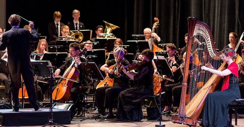 Harfe als Soloinstrument mit Orchester