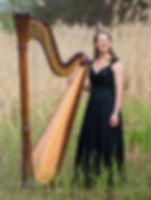 Sonja Fiedler mit Harfe
