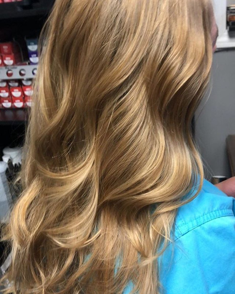 Stay golden ⚜️ _nicolekilgoredenton •⠀_•⠀_•⠀_•⠀_Click the link in my bio to schedule an appointment with me. Www.MagnoliaStylist.jpg