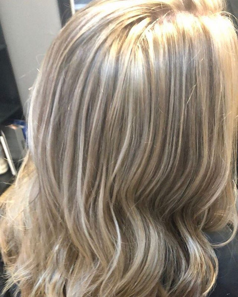 High lights makes my heart smile!! Is it summer yet_!☀️👌🏻 •⠀_•⠀_•⠀_•⠀_•⠀_•⠀_Click the link in my bio to schedule an appointment with me.jpg