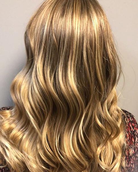 Vanilla butterscotch tones painted hair was so fun creating. ⠀_⠀_•⠀⠀_👻Snapchat_MagnoliaStylist⠀⠀_•⠀⠀_🌎Website_www.MagnoliaStylist.jpg