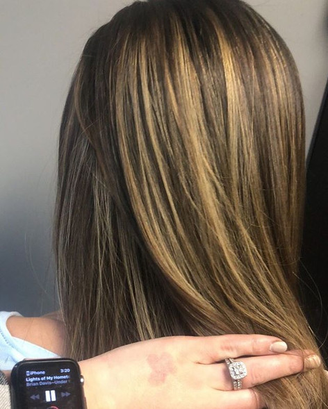 Hand painted dimensional balayage with some serious light and depth 👏🏼 •⠀_•⠀_•⠀_•⠀_•⠀_•⠀_Click the link in my bio to schedule an appointment