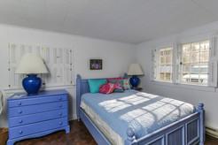 Queen Bedroom - Rosewater Seaside