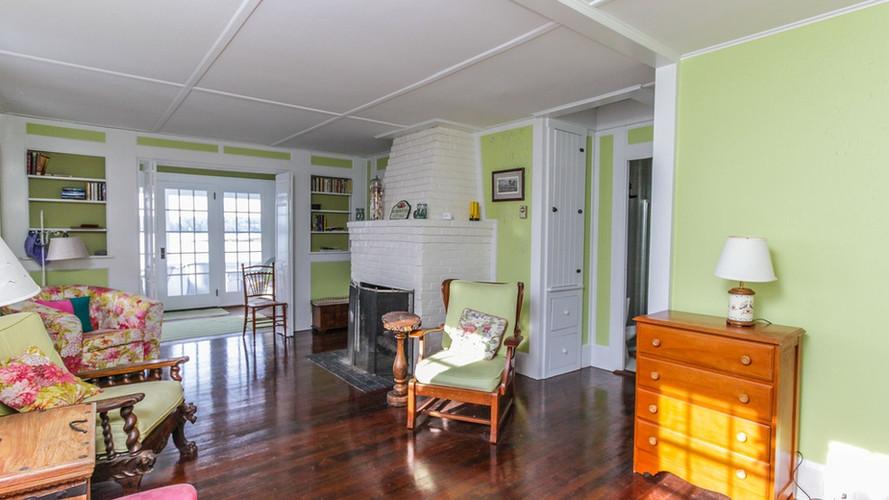 Livingroom Fireplace Rosewater Seaside