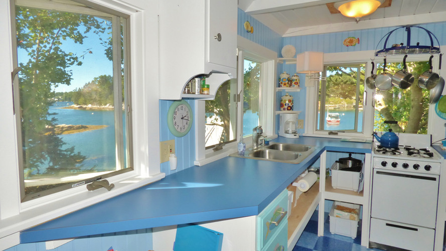 SeaGlass Cottage - Kitchen