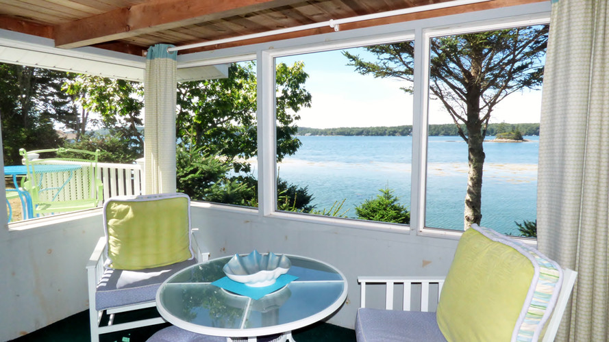 SeaGlass Cottage - Screened-in-Porch