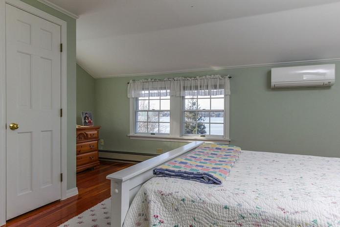 Bedroom 2 Hillside