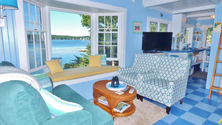 Seasglass Cottage - Main Living Area