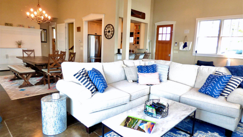 Grand Vista - Livng Room