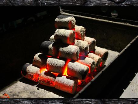 "Способ розжига брикетов ""пирамида""."