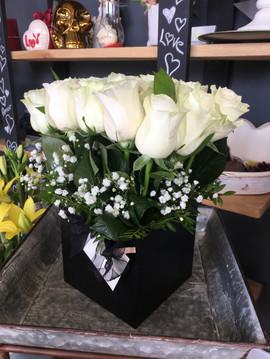 Bombonera rosas blancas.JPG
