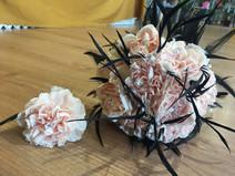 ramo de novia clavel pluma negra vintage