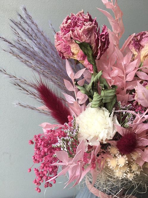 Jarron con flores preservadas y Peonias secas