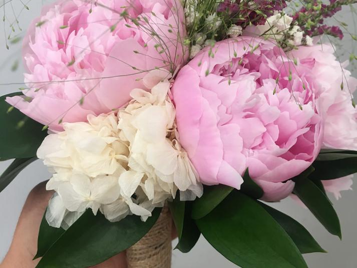 ramo de novia peonia rosa y hortensia bl