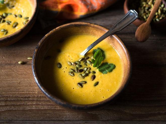 Kürbissuppe und Garnieren