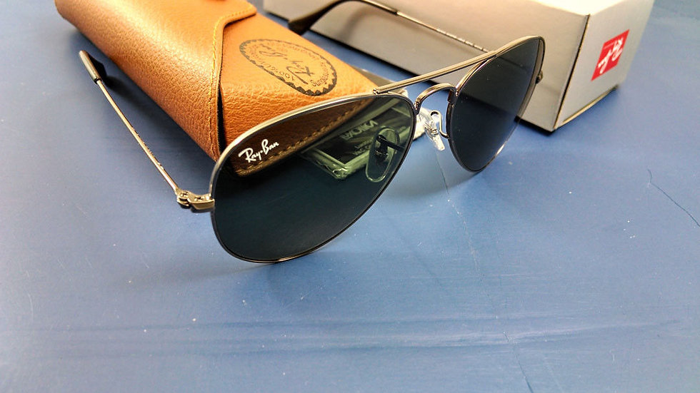 Authentic Ray-Ban Aviator Gunmetal Frame Green Lens Sunglasses