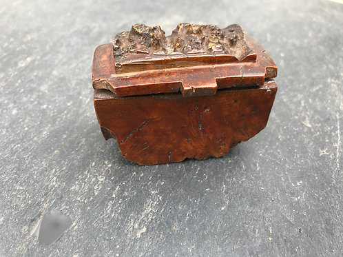 A Georgian Burl Maple Snuff Box