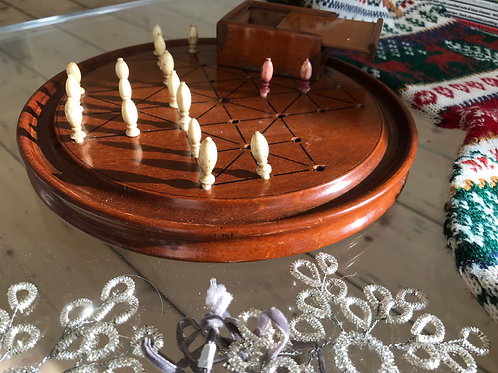 Antique Mahogany Fox & Geese Game - with counters
